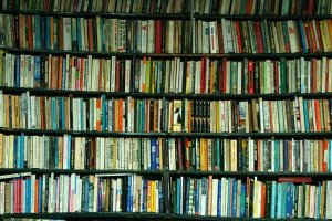 crowded_bookshelf
